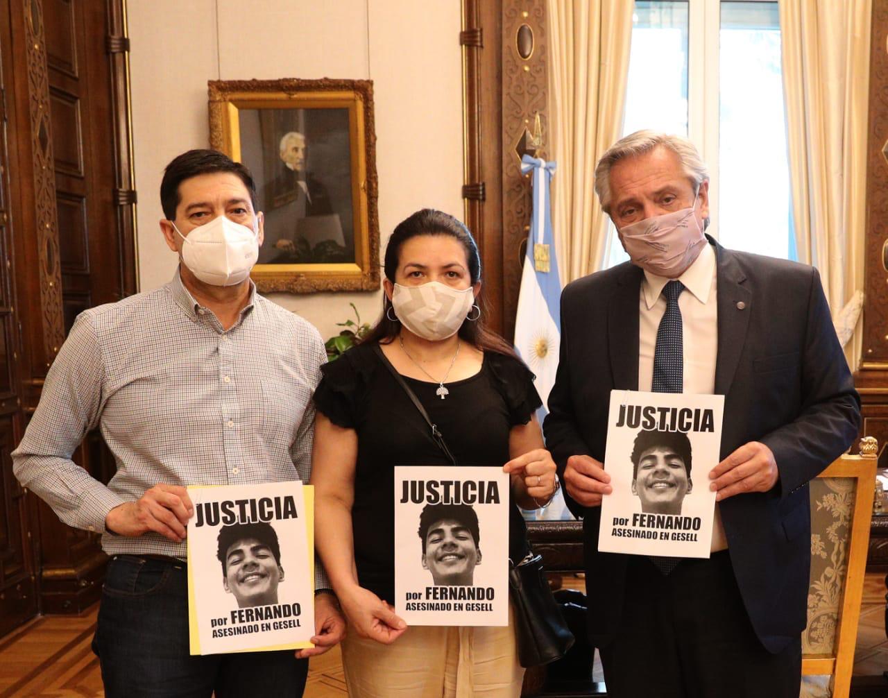 En su despacho de la casa rosada, el Presidente Alberto Fernández recibió a la familia Báez Sosa