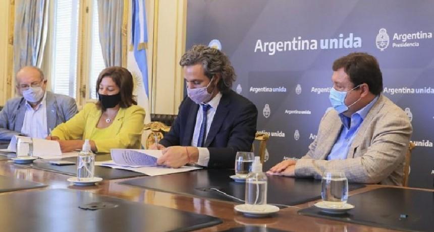 La Gobernadora, Arabela Carreras, y el Jefe de Gabinete de Ministros de la Nación, Santiago Cafiero, firmaron hoy el acuerdo marco que ampliará y mejorará los servicios de conectividad por fibra óptica en la provincia.