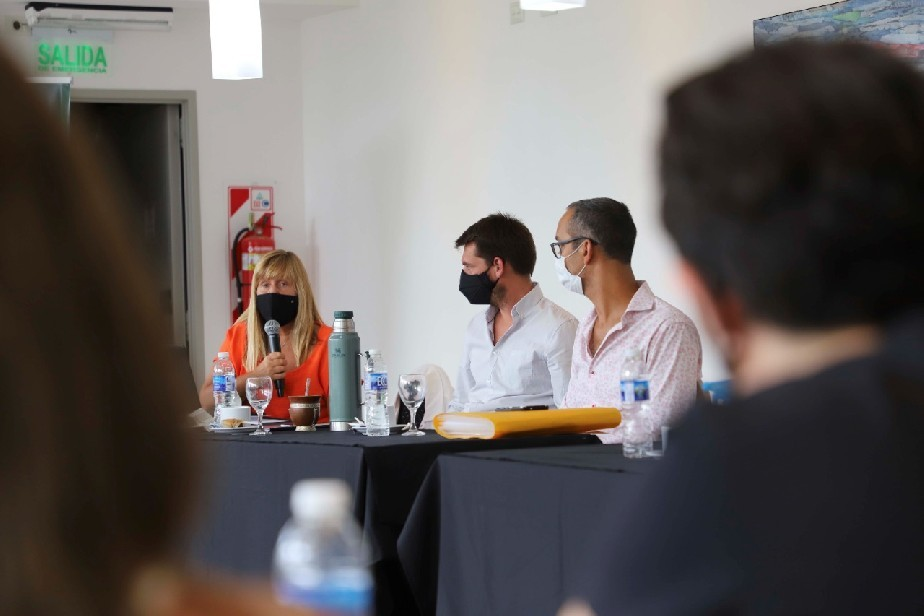 Se desarrolló en Cipolletti un nuevo encuentro entre el Gobierno de Río Negro, referentes de los gremios ATE y ADERN y trabajadores hospitalarios autoconvocados.