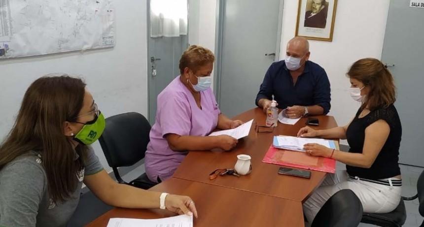 Directivos y personal del hospital de General Roca se reunieron para avanzar en el proyecto que busca sumar actividades físicas a los Centros de Salud para abordar enfermedades crónicas no transmisibles.