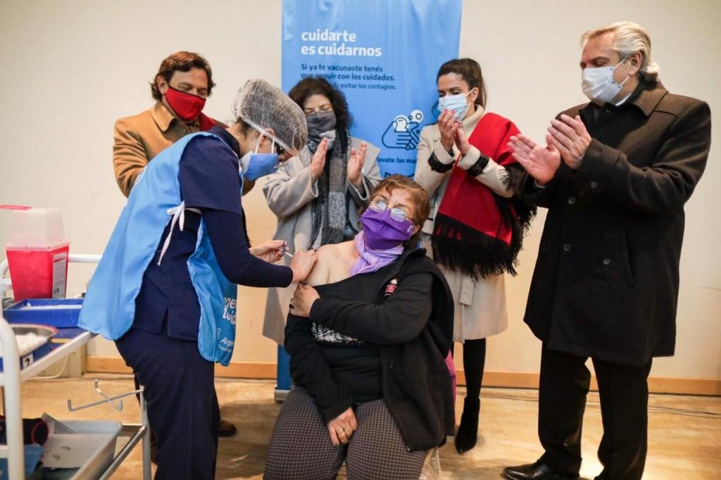 El Presidente visitó un vacunatorio en la ciudad de Salta.