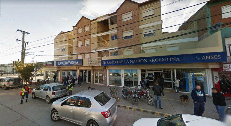 Detectan casos de coronavirus en un banco y una farmacia