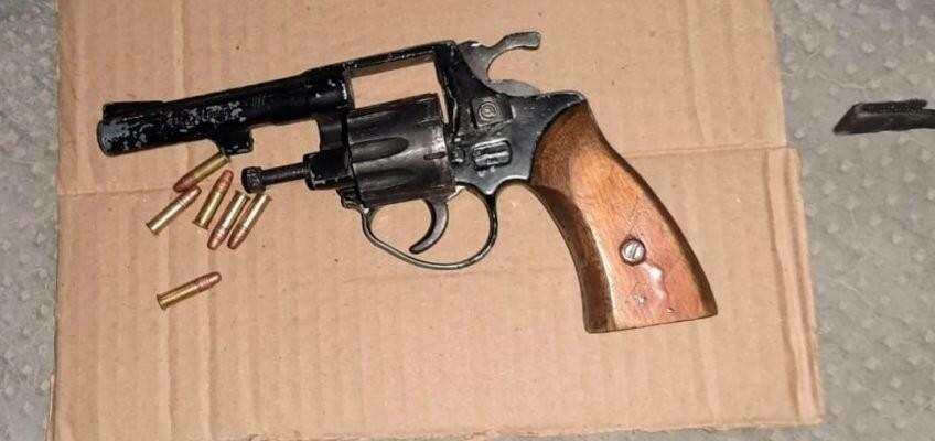 Cinco Saltos: dos detenidos con un arma de fuego