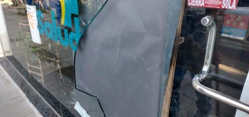 Cipolletti: rompió una vidriera de la UOCRA para robar y fue detenido