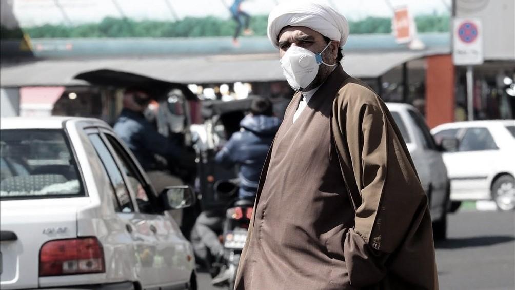 Irán reporta un récord diario de 415 muertes por coronavirus