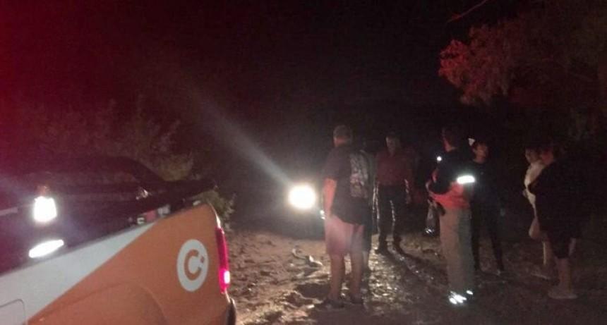 Rescataron a una familia que quedó enterrada en la Margen Sur