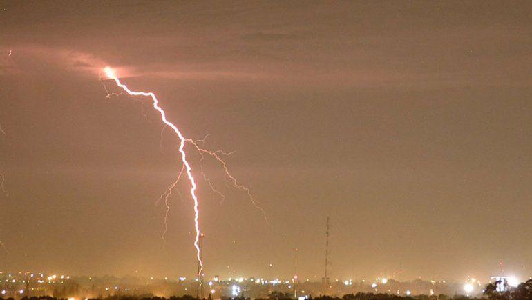 Alertan por la formación de tormentas eléctricas